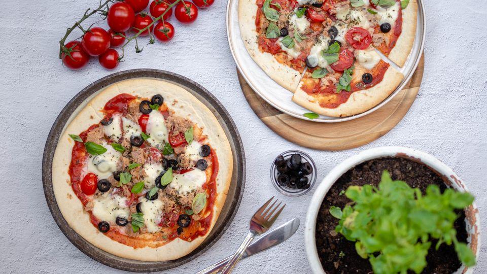 Zdravá pizza s tuňákem hotová za pár minut