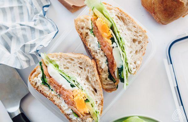 Fitness oběd do krabičky: Lahodný sandwich s uzeným lososem
