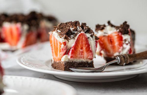 Fit krtkův dort na plech s jahodami: Dezert s minimem kalorií, zato plný bílkovin