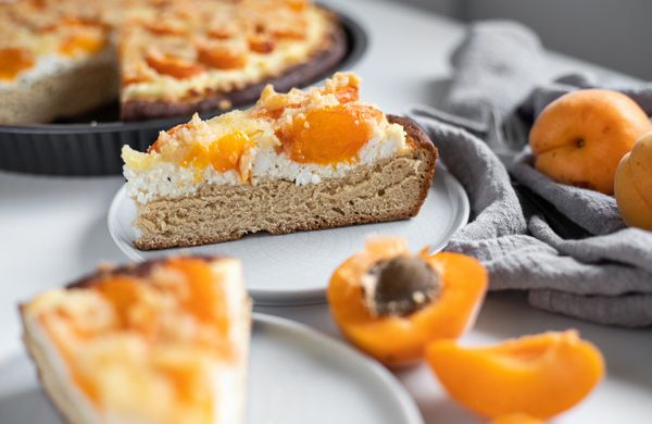 Kynutý koláč s meruňkami a tvarohem